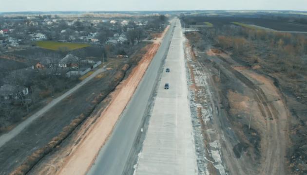 В Украине открыли первый участок бетонной дороги