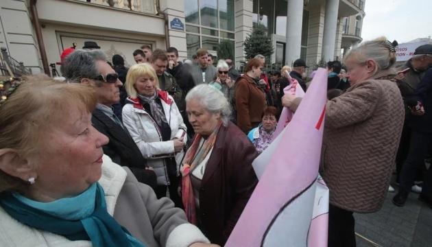 Protestaktion vor Wahlkampfbüro von Selenskyj in Kyjiw - Fotos, Video