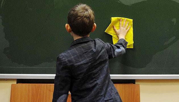 Дев'ять учнів на одного педагога? Учителів не забагато, це школи неоптимізовані