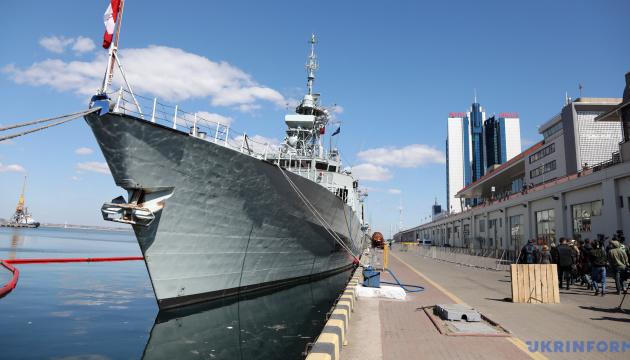 """Командир фрегата """"Торонто"""" рассказал, как их """"вели"""" корабли РФ в Черном море"""