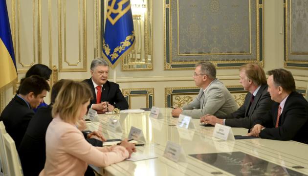 Präsident Poroschenko billigt nationales Programm Ukraine-Nato – Video