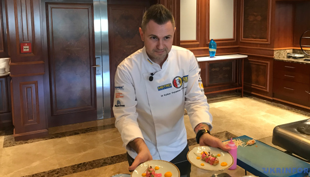 Український шеф-кухар провів для господинь у Туреччині майстер-клас