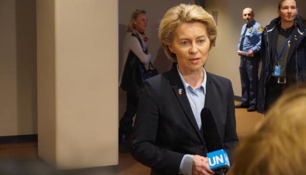 Меркель уверена, что фон дер Ляйен справится с вызовами