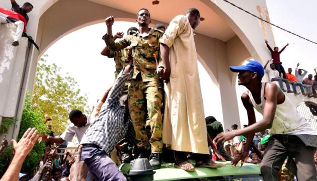 Військовий переворот у Судані: владу обіцяють передати цивільним