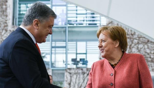 Petro Poroszenko na spotykaniu z Angelą Merkel ZDJĘCIE