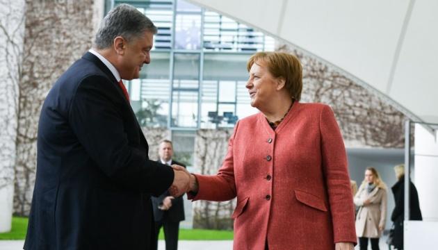 Poroshenko se reúne con Merkel (Fotos, Vídeo)