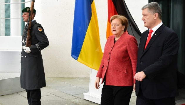 Poroshenko: Sanctions against Russia essential, they have effect