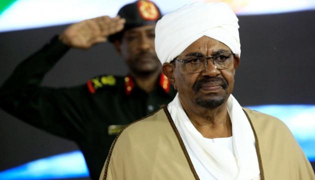 Екс-президента Судану обвинувачують у смерті демонстрантів