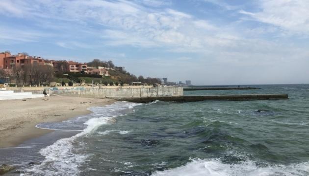 В Одессе морская вода на трех пляжах непригодна для купания
