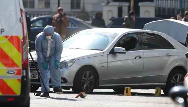 Нападника на авто посла України в Лондоні відправлять лікувати психіку