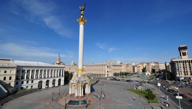 У Києві вперше за багато років помиють Стелу Незалежності