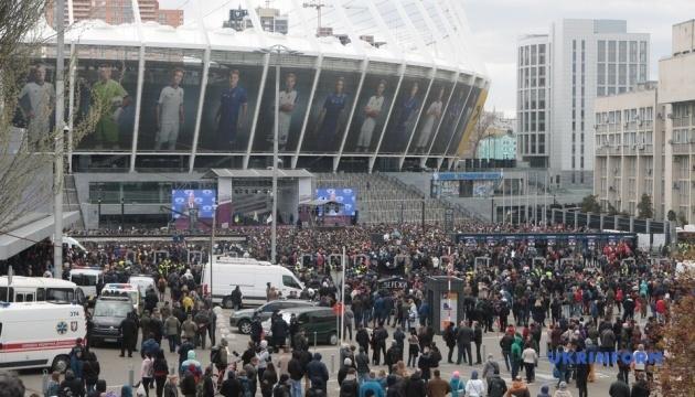 """Під """"Олімпійським"""" сьогодні зібралося до п'яти тисяч людей - поліція"""