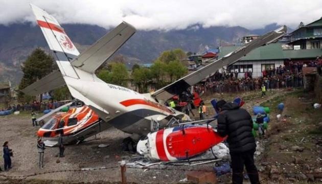 В Непале самолет протаранил вертолет: есть погибшие и раненые
