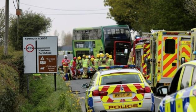 Смертельна ДТП у Британії: автобус влетів у легковик