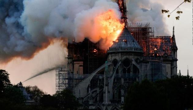 Порошенко выразил поддержку народу Франции в связи с пожаром в Нотр-Даме