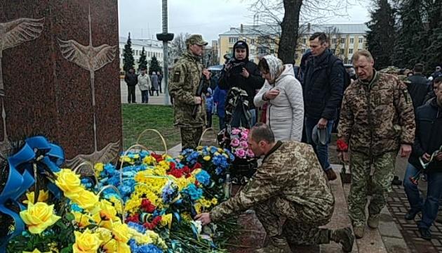 На Чернігівщині відкрили пам'ятник воїнам, загиблим на Донбасі