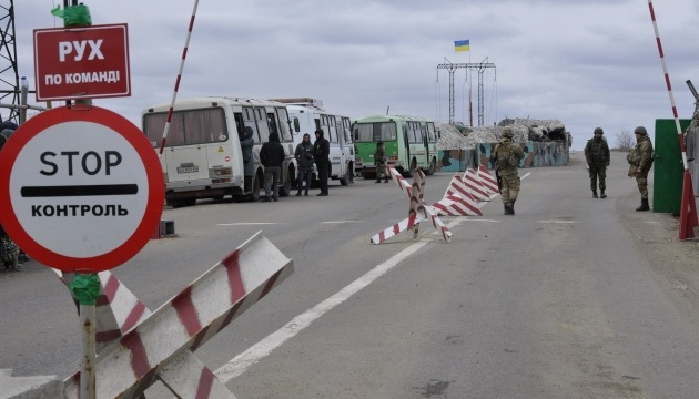 У пунктах пропуску на Донбасі застрягли 210 авто