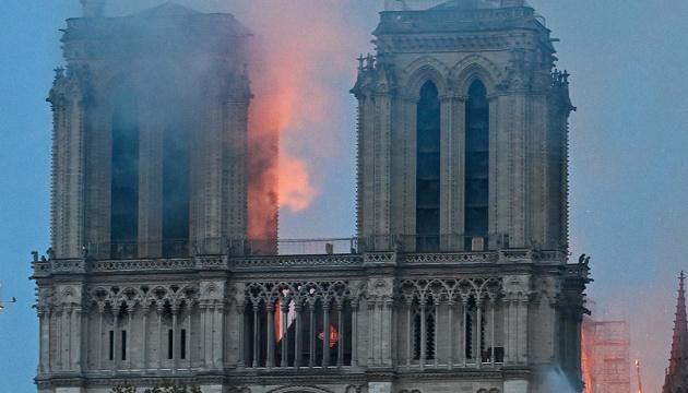 Diplomáticos ucranianos expresan su apoyo a Francia tras el incendio en la Catedral de Nuestra Señora de París
