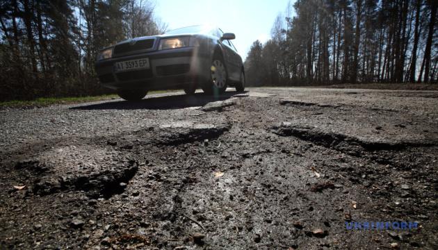 На ремонт усіх українських доріг треба 10 років і трильйон - Омелян
