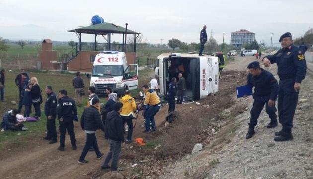 У Туреччині перекинувся шкільний автобус, постраждали 34 особи