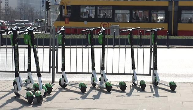 В Варшаве появился новый вид транспорта - электросамокаты