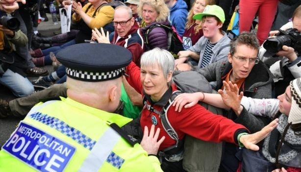 У Лондоні затримали понад 500 екоактивістів Extinction Rebellion