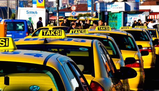 Турецький таксист повернув туристам забуті в машині €30 тисяч