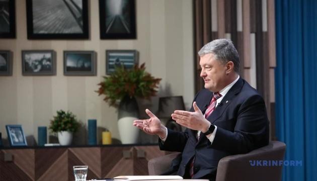 Порошенко: Гарант незалежності України - потужна армія, а не