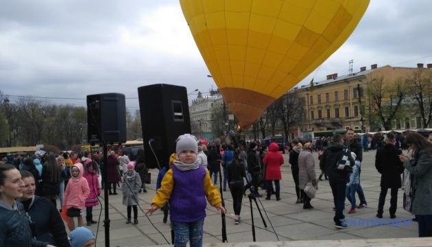 Гончарі, смаколики, повітряна куля або Як відкривали туристичний сезон на Буковині
