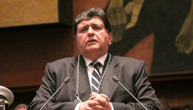 Екс-президент Перу намагався застрелитися через звинувачення в корупції