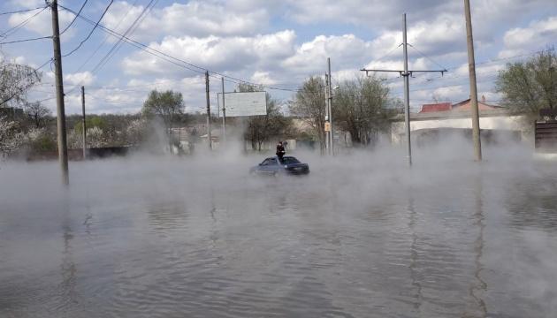 У Харкові прорвало трубу тепломережі: вулицями тече окріп