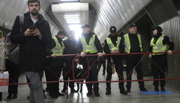 У Києві через дебати закрили три станції метро