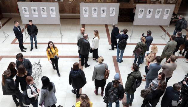 La exposición 'Prisoneros del Kremlin' se inaugura en Kyiv (Fotos)