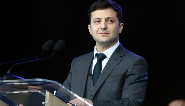 Zelensky está siendo investido como presidente de Ucrania (Vídeo)