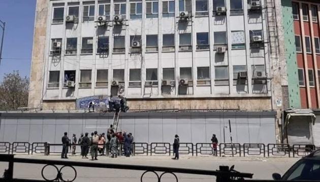 У Кабулі біля будівлі міністерства стався вибух і стрілянина
