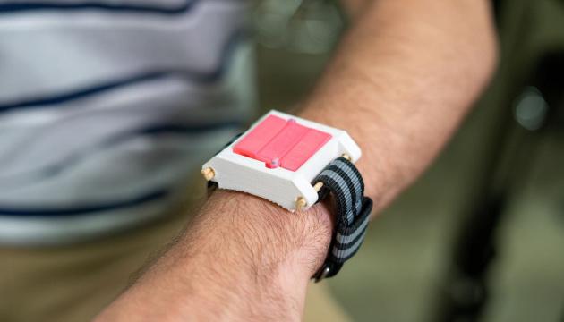 Порятунок на зап'ясті: у США розробляють браслет для алергіків