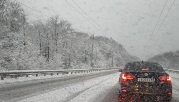 Оккупированный Крым засыпало снегом