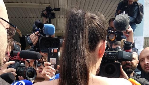 На дільницю, де голосував Зеленський, проривалася напівоголена учасниця Femen