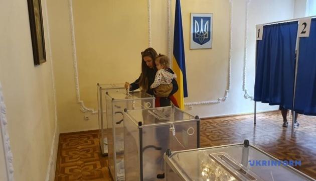Украинцы отдают предпочтение партиям, которые обещают изменения в стране