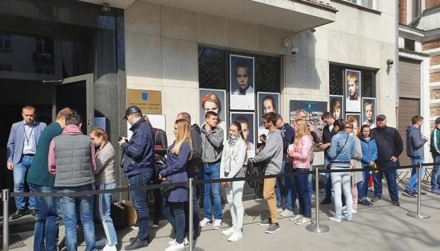 До парламентських виборів можуть відкрити додаткові дільниці за кордоном