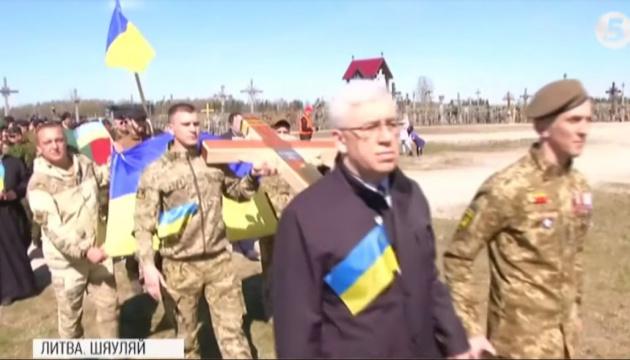 У Литві встановили 20-й пам'ятний хрест загиблим українським воїнам