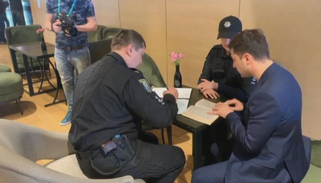 Police hand over administrative protocol to Zelensky for showing his ballot