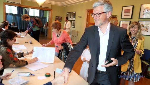 """Українці у Берліні голосували, як """"швейцарський годинник"""" - посол"""