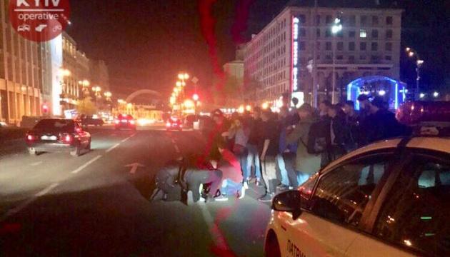 На Майдане ранили полицейского и похитили служебный Prius - СМИ