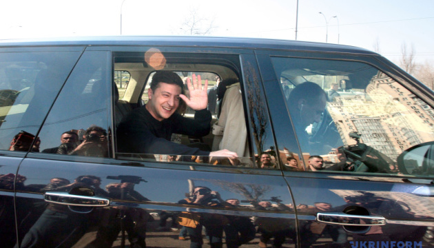 Macron y Zelensky acuerdan visitas mutuas
