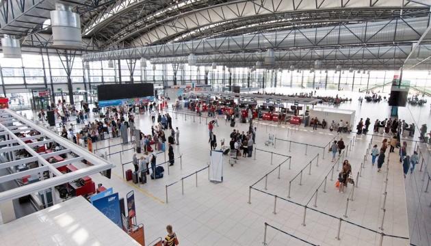 Вже 6 міжнародних аеропортів Польщі правильно пишуть назви міст України