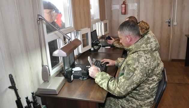 В пунктах пропуска на Донбассе скопились 220 авто
