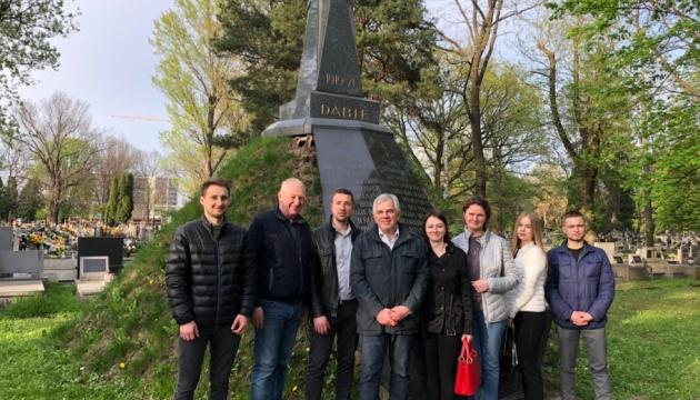 У Польщі перед Великоднем впорядкували могили похованих у Кракові відомих українців