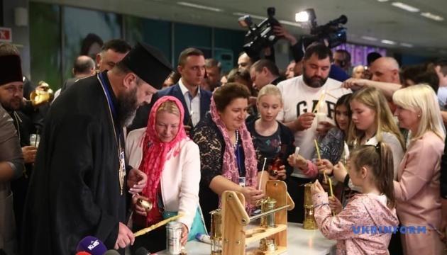 Благодатний вогонь прибув до України