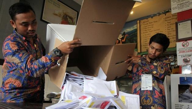 В Індонезії від перевтоми померли понад 270 людей, які працювали на виборах
